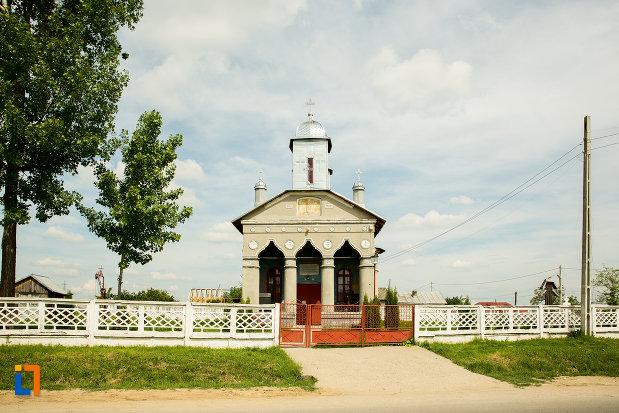 gardul-de-la-biserica-adormirea-maicii-domnului-din-corbeni-judetul-olt.jpg