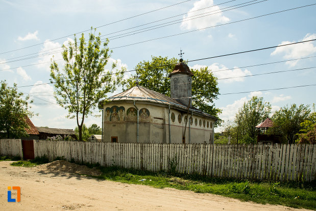 gardul-de-la-biserica-cuvioasa-paraschiva-din-suica-judetul-olt.jpg