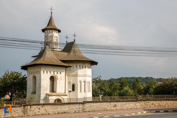 gardul-de-la-biserica-nasterea-sf-ioan-botezatorul-din-suceava-judetul-suceava.jpg