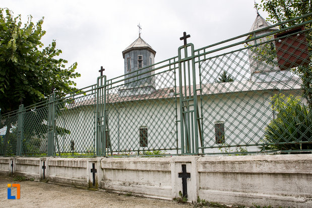 gardul-de-la-biserica-schimbarea-la-fata-din-moreni-judetul-dambovita.jpg