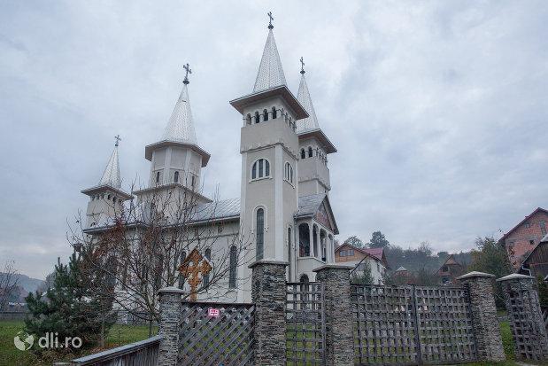 gardul-de-la-biserica-sf-gheorghe-din-poienile-izei-judetul-maramures.jpg