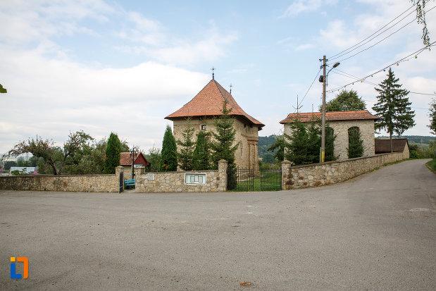 gardul-de-la-biserica-sf-treime-1352-din-siret-judetul-suceava.jpg