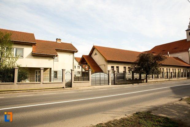 gardul-de-la-biserica-si-manastirea-franciscana-din-alba-iulia-judetul-alba.jpg