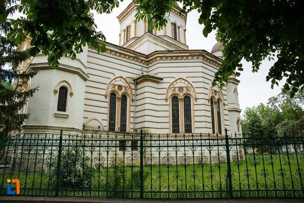 gardul-de-la-catedrala-sf-treime-din-corabia-judetul-olt.jpg