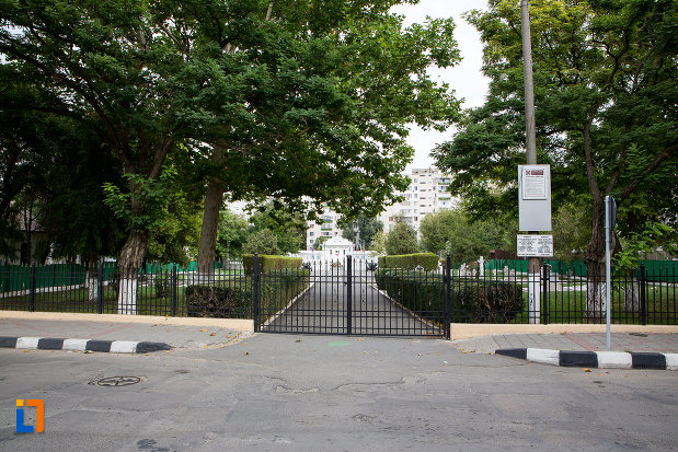 gardul-de-la-cimitirul-eroilor-din-slobozia-judetul-ialomita.jpg