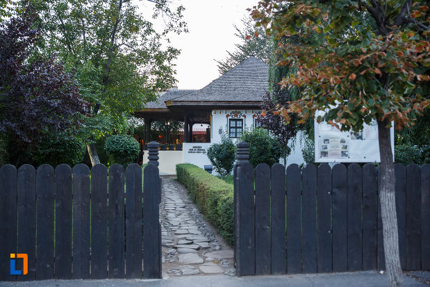 gardul-de-la-muzeul-casa-de-targovet-din-ploiesti-judetul-prahova.jpg