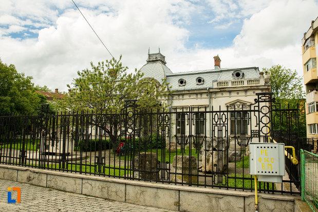 gardul-de-la-muzeul-romanatiului-din-caracal-judetul-olt.jpg