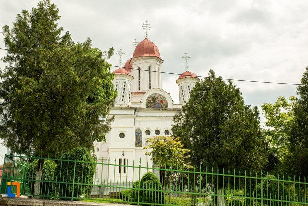 gardul-si-curtea-de-la-biserica-grecescu-din-drobeta-turnu-severin-judetul-mehedinti.jpg