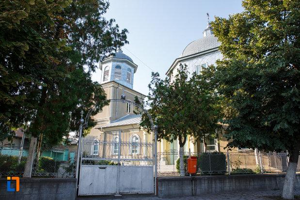 gardul-si-curtea-de-la-biserica-sf-treime-din-tulcea-judetul-tulcea.jpg