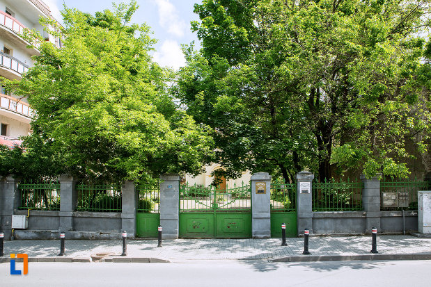 gardul-si-poarta-de-la-biserica-evanghelica-luterana-din-craiova-judetul-craiova.jpg