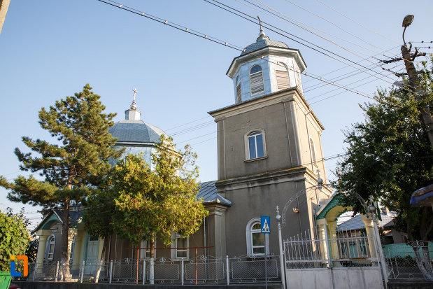 gardul-si-poarta-de-la-biserica-sf-treime-din-tulcea-judetul-tulcea.jpg