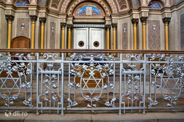 gardulet-din-sinagoga-bd-independentei-din-oradea.jpg