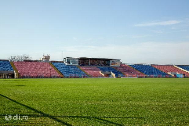 gazon-si-tribuna-stadionul-iuliu-bodola-din-oradea-judetul-bihor.jpg
