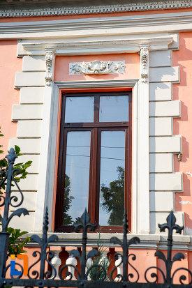 geam-cu-detalii-arhitecturale-fosta-banca-nationala-din-turnu-magurele-judetul-teleorman.jpg