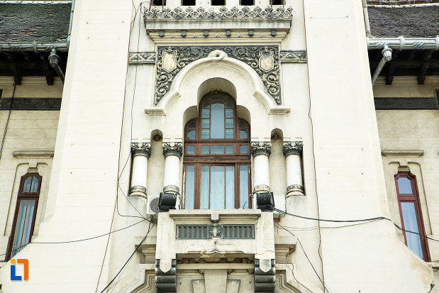 geam-si-detalii-de-la-palatul-administrativ-prefectura-consiliul-judetean-din-craiova-judetul-dolj.jpg