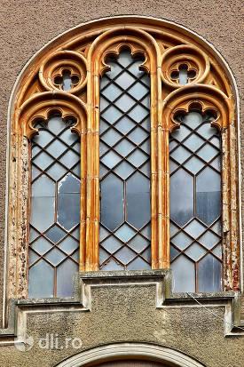 geamuri-biserica-reformata-din-ghenci-judetul-satu-mare.jpg