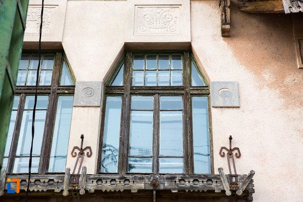 geamuri-de-la-scoala-azi-scoala-cu-clasele-i-viii-nr-1-din-bocsa-judetul-caras-severin.jpg