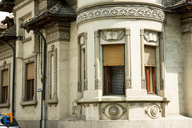 geamurile-de-la-casa-giuhat-aurica-fosta-maldarescu-din-drobeta-turnu-severin-judetul-mehedinti.jpg