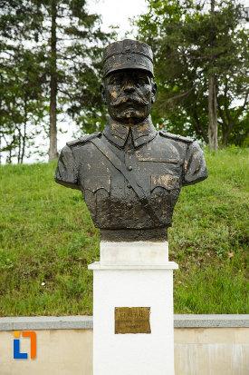 general-constantin-cristescu-mausoleul-eroilor-din-1916-1919-de-la-marasesti-judetul-vrancea.jpg