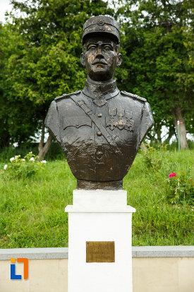 general-henric-cihoski-mausoleul-eroilor-din-1916-1919-de-la-marasesti-judetul-vrancea.jpg
