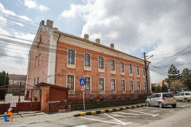 gimnaziul-evanghelic-azi-scoala-generala-nr-2-1865-din-sebes-judetul-alba-vazut-din-lateral.jpg