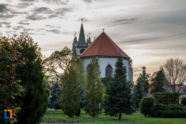 gradina-de-langa-biserica-evanghelica-din-sebes-judetul-alba.jpg