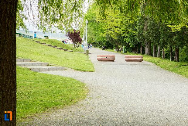 gradina-publica-sau-parcul-municipal-constantin-brancusi-din-targu-jiu-judetul-gorj.jpg