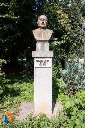 grigore-antipa-grupul-statuar-din-parcul-mihai-eminescu-din-botosani-judetul-botosani.jpg