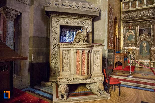 grup-cu-statui-catedrala-ortodoxa-a-vadului-feleacului-si-clujului-din-cluj-napoca-judetul-cluj.jpg