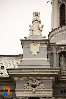 grup-statuar-catedrala-romano-catolica-din-arad-judetul-arad.jpg