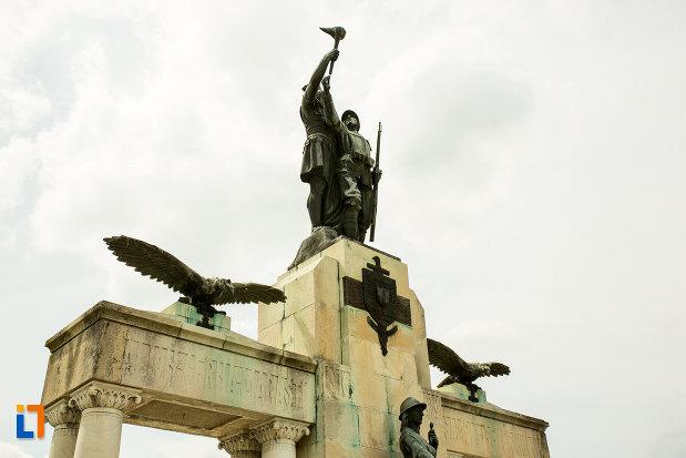 grup-statuar-de-la-monumentul-eroilor-din-primul-razboi-mondial-din-drobeta-turnu-severin-judetul-mehedinti.jpg
