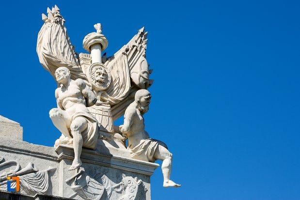 grup-statuar-de-la-poarta-a-iii-a-a-cetatii-din-alba-iulia-judetul-alba.jpg
