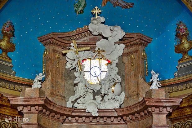 grup-statuar-din-bazilica-romano-catolica-din-oradea-judetul-bihor.jpg
