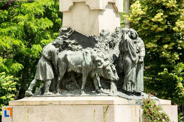 grup-statuar-langa-statuia-lui-al-i-cuza-din-galati-judetul-galati.jpg