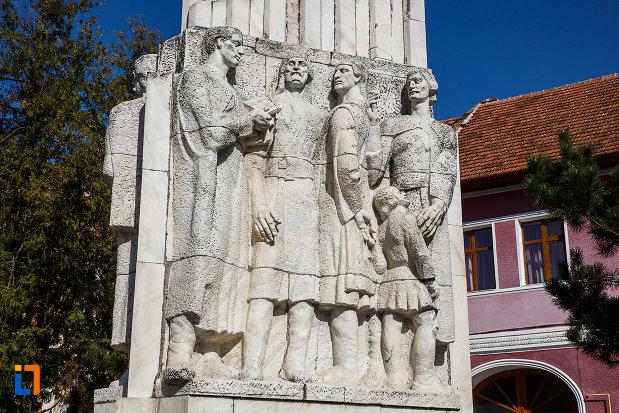 grupul-statuar-palia-din-orastie-judetul-hunedoara-una-dintre-fete.jpg