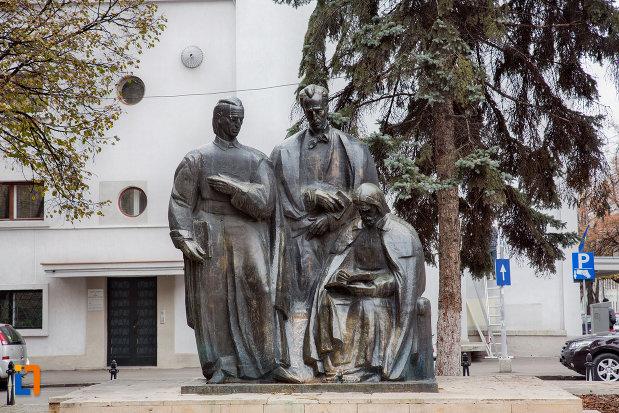 grupul-statuar-scoala-ardeleana-din-cluj-napoca-judetul-cluj.jpg