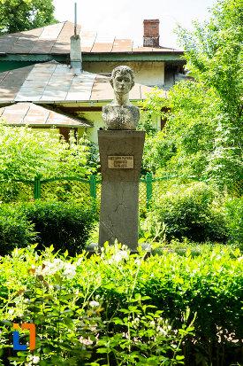 hortensia-papadat-bengescu-iorgu-iordan-gradina-publica-sau-parcul-central-din-tecuci-judetul-galati.jpg