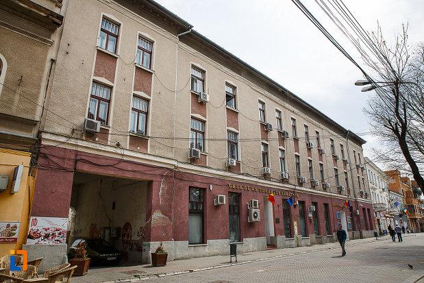 hotel-bulevard-azi-cas-si-universitatea-ecologica-traian-din-deva-judetul-hunedoara.jpg