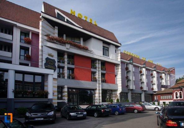 hotel-coroana-de-aur-bistrita.jpg