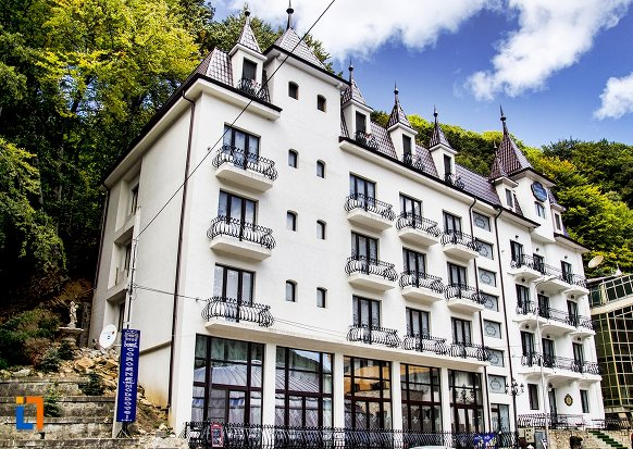 hotel-coroana-moldovei-slanic-moldova.jpg