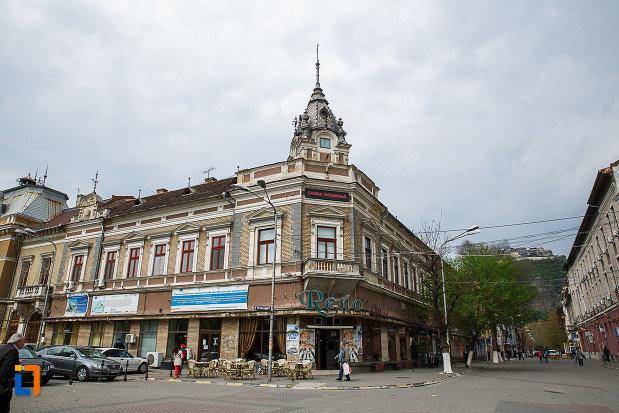 hotel-orient-din-deva-judetul-hunedoara-vazut-din-piata-unirii.jpg