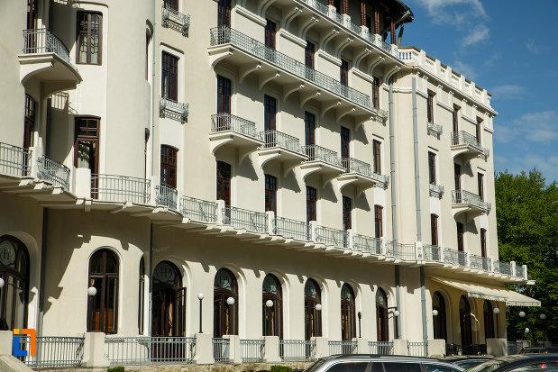 hotel-palace-din-baile-govora-judetul-valcea-imagine-cu-aripa-din-dreapta.jpg