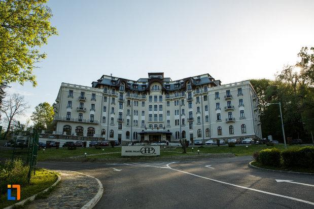 hotel-palace-din-baile-govora-judetul-valcea-vazut-din-spate.jpg