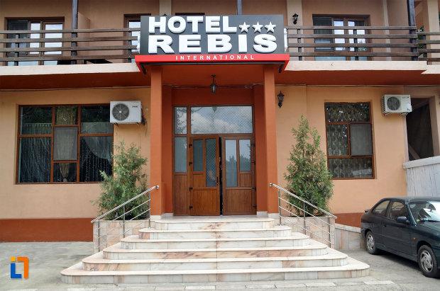 hotel-rebis-lacu-sarat.jpg