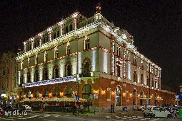 hotel-transilvania-fosta-panonnia-din-oradea-judetul-bihor-noaptea.jpg