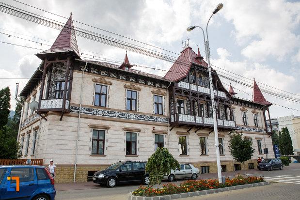 hotelul-carol-fosta-vila-1-1896-din-vatra-dornei-judetul-suceava-fatada-principala.jpg