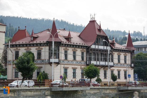 hotelul-carol-fosta-vila-1-1896-din-vatra-dornei-judetul-suceava.jpg