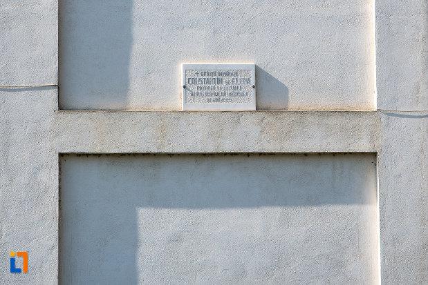 hramul-de-la-catedrala-sf-imparati-constantin-si-elena-din-urziceni-judetul-ialomita.jpg