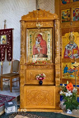 icoana-cu-maica-sfanta-manastirea-sfanta-treime-din-moiseni-judetul-satu-mare.jpg