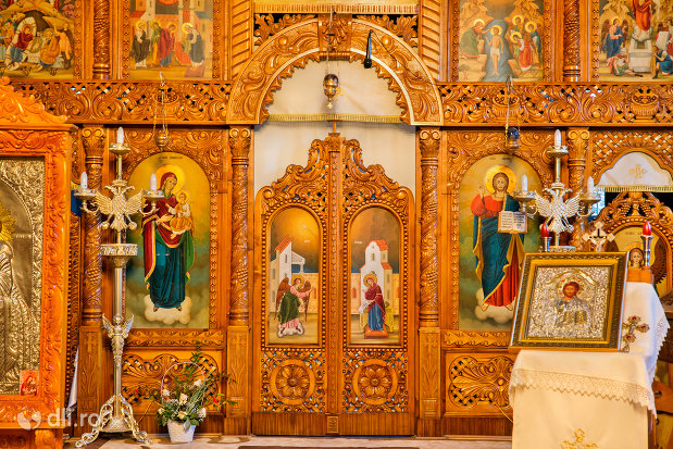 icoana-si-altar-din-biserica-ortodoxa-sfanta-treime-din-zalau-judetul-salaj.jpg